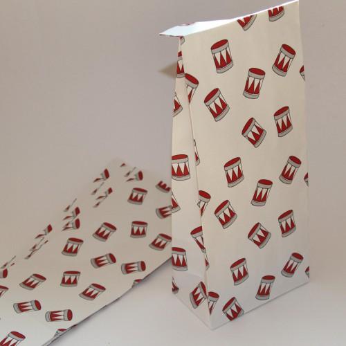 5 Stk. Papierbeutel weiss mit roten Trommeln Jul