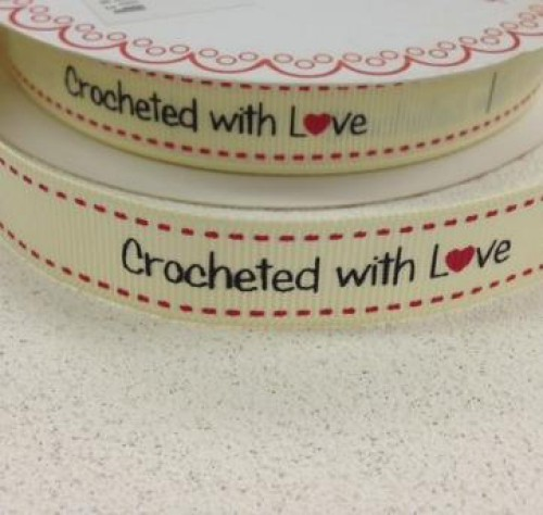 "Etiketten ""crocheted with love"" Rolle 3 Meter Label creme"
