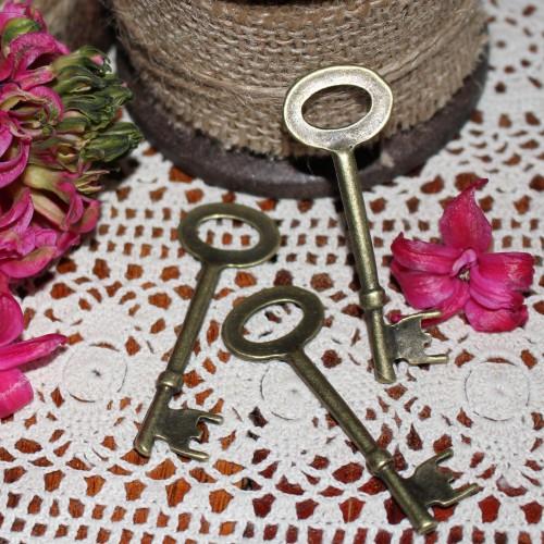 3 Stk. vintage Key Schlüssel Charm 6cm