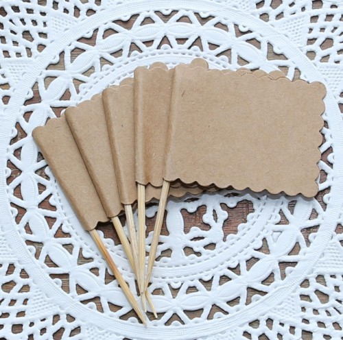 10 kleine Kraftpapier-Fähnchen