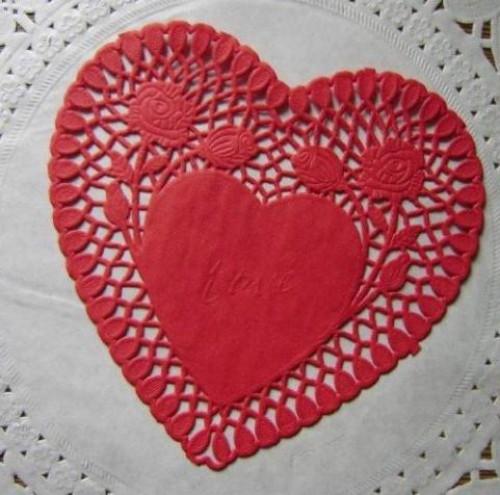 10 rote Herzen Doilies Tortenspitzen 15cm