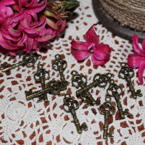 10 Stk. vintage Key Schlüssel Charm 3cm