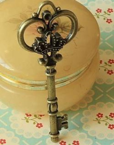 vintage Key Schlüssel Charm