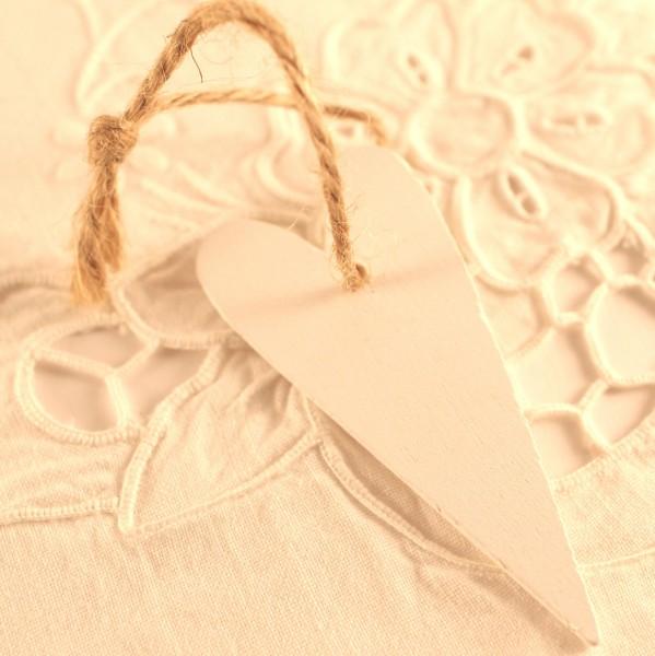 kleine Geschenkanhänger Herz aus Holz weiss, 4 Stk
