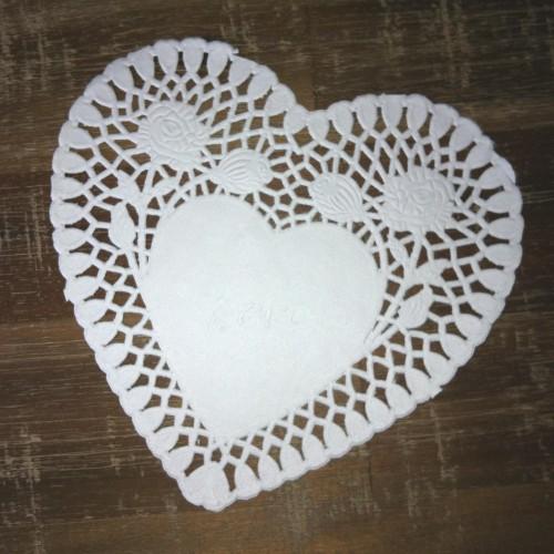 10 weisse Herzen Doilies Tortenspitzen 15cm