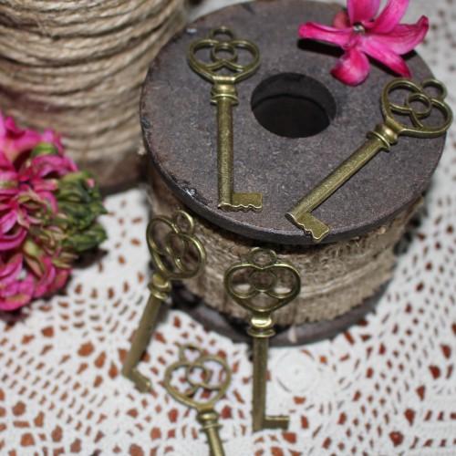 5 Stk. vintage Key Schlüssel Charm 6cm