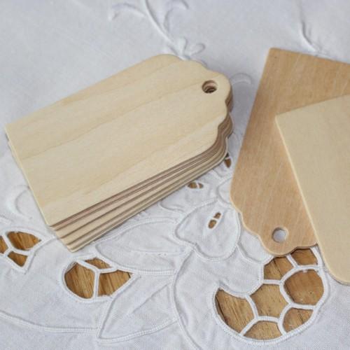 4 Paketanhänger aus Holz natur