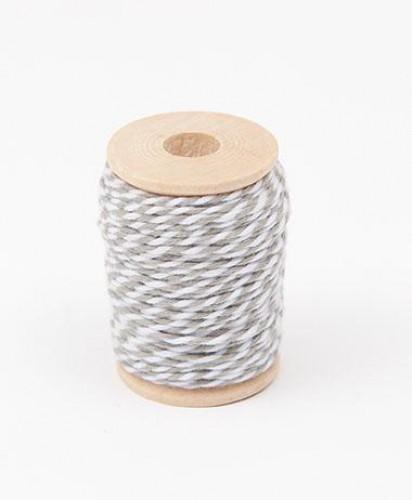 Garnrolle Baumwollgarn grau / weiß 15 Meter