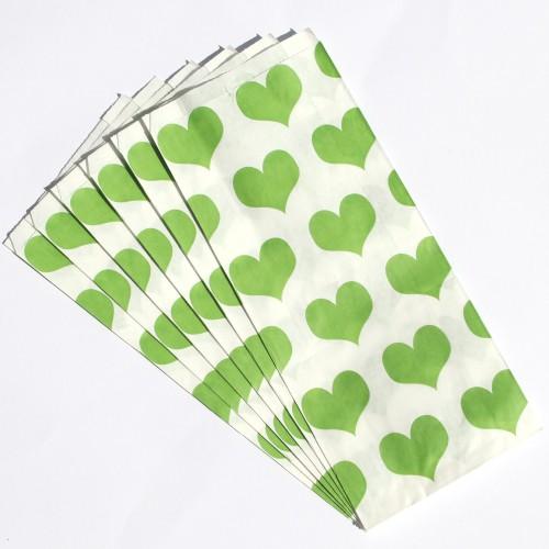 Set Papiertüten mit grünen Herzen