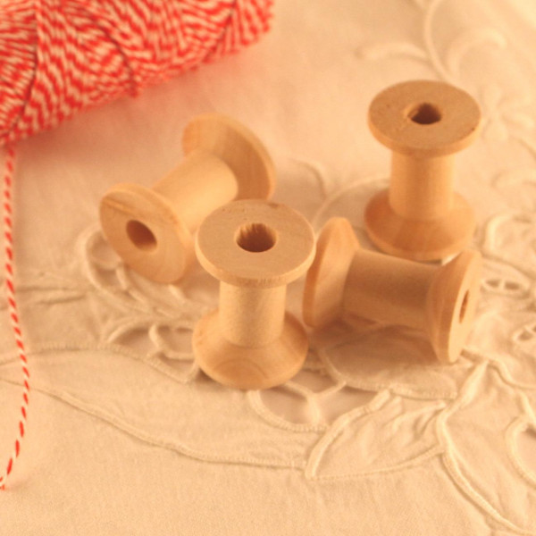 4 kleine Garnrollen Garnspulen Holz