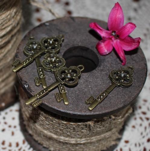 5 Stk. vintage Key Schlüssel Charm 4cm