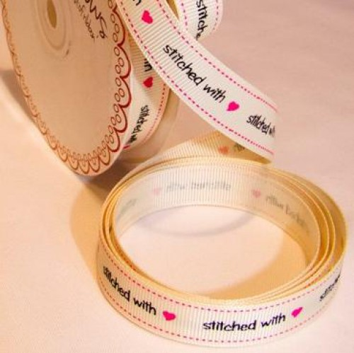 """stitched with love"" Rolle 3 Meter Ripsband"